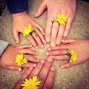 family-hand-1636615__180